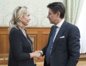 Claudia Fiaschi, portavoce del Forum Nazionale del Terzo Settore, con il presidente del Consiglio Giuseppe Conte